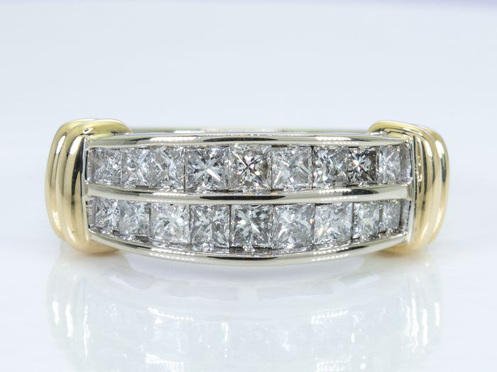 14 kt. Gold - 1.71 carats - Diamond row / alliance ring