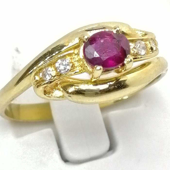 18 karaat Goud - Ring - 0.50 ct Robijn - Diamanten