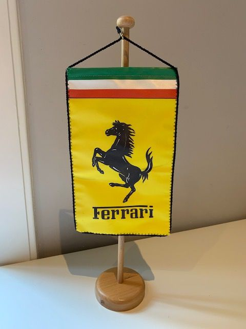 Decoratief object - Ferrari Formula Lighter + Original Factory Prancing Horse Pin - 1983-1988
