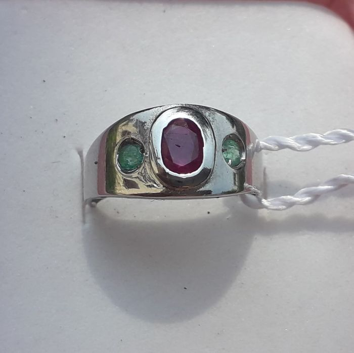 18 kt. White gold - Ring - 1.00 ct Ruby - Emeralds