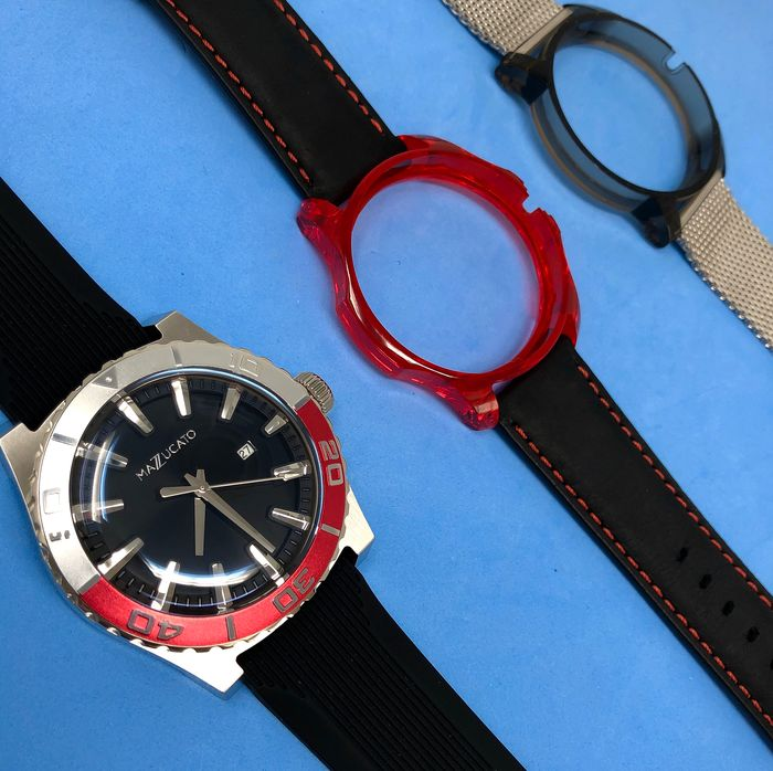 """Mazzucato - Ego Tistic Red Customisable with Three Straps and Three Cases - """"NO RESERVE PRICE"""" - Herren - Brand New"""