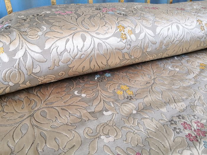 Bedspread with damask fabric. - Mixed silk and cotton