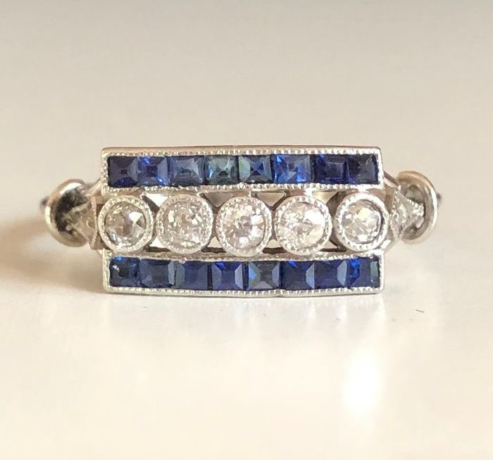 935 Platinum - Ring - 0.25 ct Diamond - 0.32 ct. Calibrated sapphires