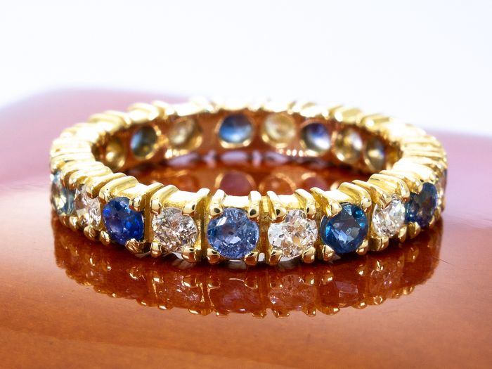 18 kt. Gold - 0.82 carats - diamond & sapphire eternity ring.
