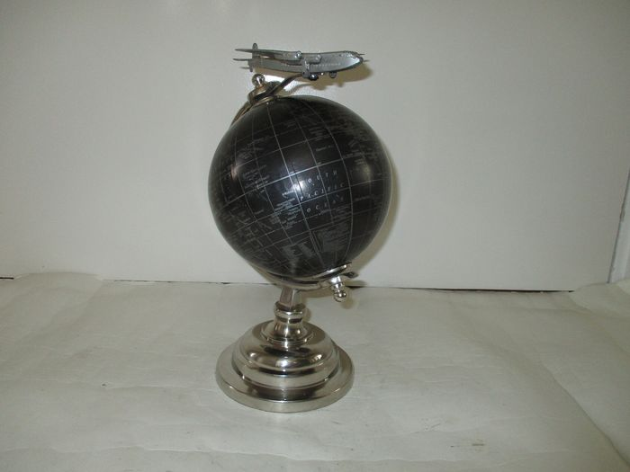 Globe with Dinky toys plane - Beautiful globe with airplane model - Plastic, metal