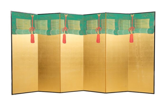 Exceptionally high and large gold leaf six panel byobu-screen - Paper, Wood - High and beautiful six panel byobu-screen with a painting of green rolled-up temple sudare - Japan - Early Showa period
