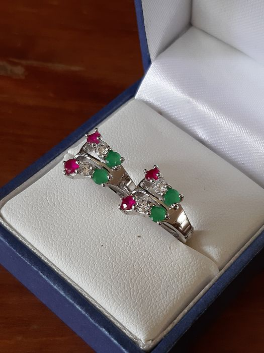 375/9K White gold - White Gold earrings set with Ruby-Emerald Mixed