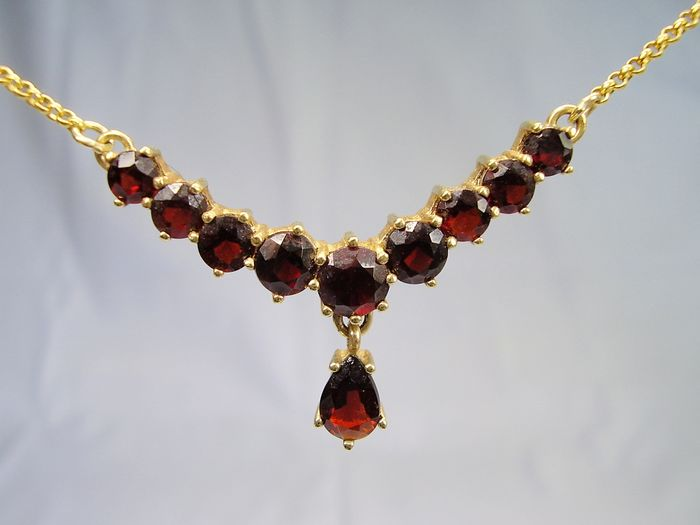 Bohemia circa 1900 - 8 kt yellow gold - necklace - 6.50 ct garnet