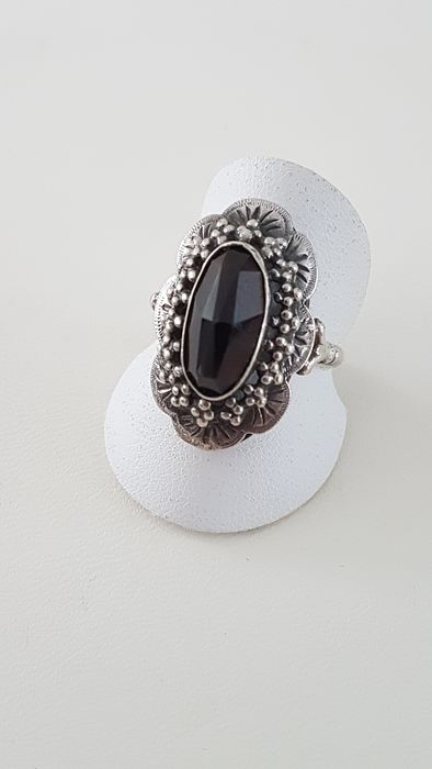 835 Silver - Vintage Silver Ring with Oval Garnet