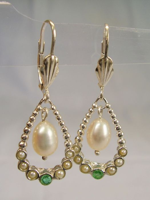 935 Silver - Earrings - 0.20 ct Emerald - greyish white river pearls, white cultured pearls