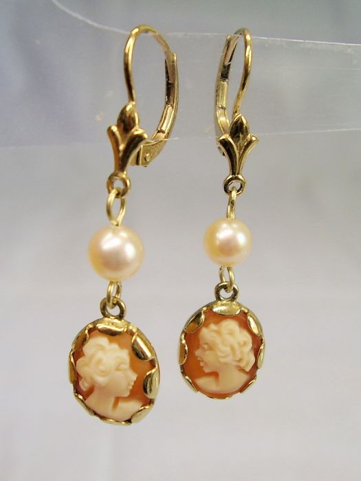 8 kt yellow gold, akoya pearl - earrings - 2.00 ct, hand cut shell cameo - akoya cultured pearl.