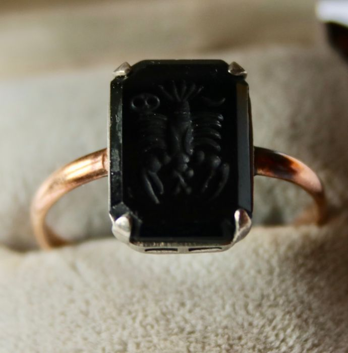 Pink gold - Ring with Cancer engraved Onyx ca. 13.6mm x9.7mm