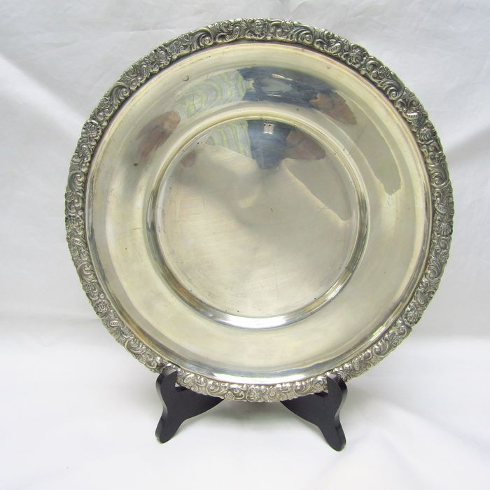 Circular fruit bowl/dish. 795 g - .925 silver - Spain - Late 19th century