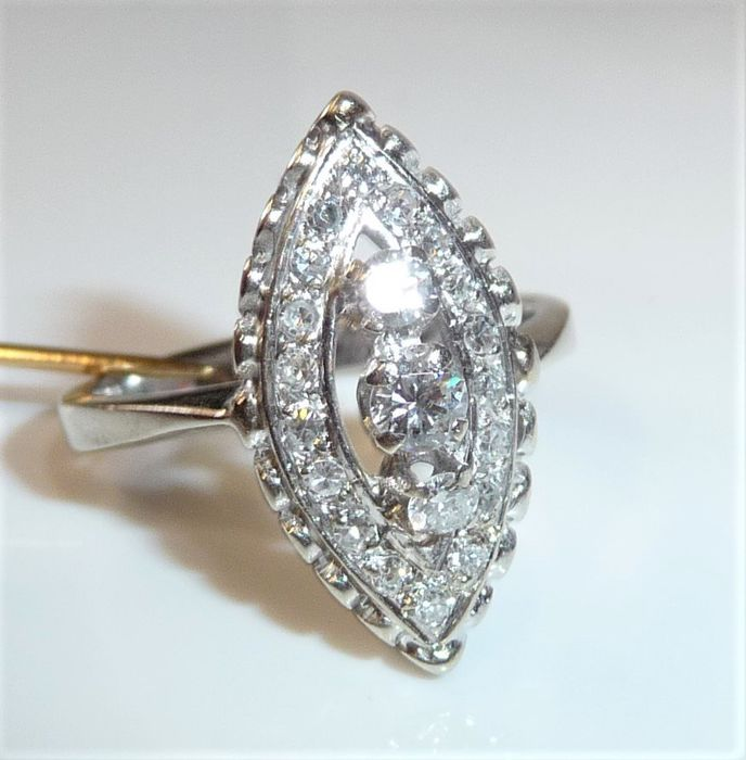 18 kt. White gold - Ring, Marquose form 0.58 ct. diamonds