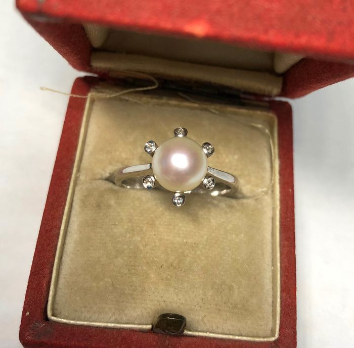 White gold - Ring with pearl and diamonds