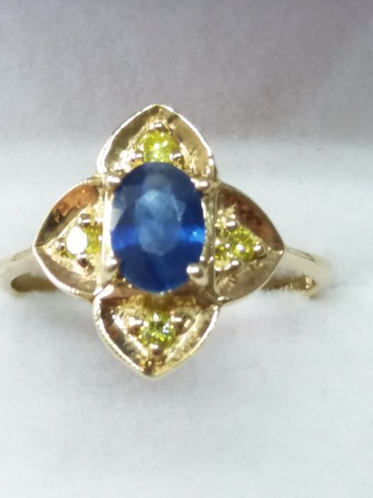 9k/9ct - Natural Cornflower Blue Sapphire and Yellow Fancy Diamond Cluster Ring