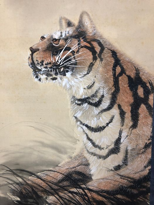 Hanging scroll - Silk and Bone Shaft Heads with original tomobako - Tiger - Tiger - With signature 'Tsunate hitsu' 綱手筆 - Japan - Early 20th century