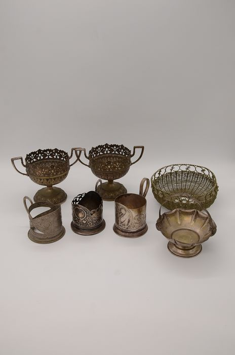 Lot 2 Silver-plated bowls, Serving bowls, Tea cup holders (7) - Silverplate