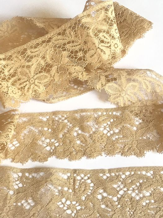 Lot of antique fine lace, unused, raw, manual color. Perfect state. - No reservation price. Lace.