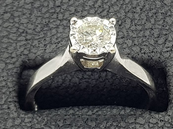Vintage White Gold Illusion Set Diamond Ring (Hallmarked) - 9ct/375 Oro blanco - Anillo Diamante