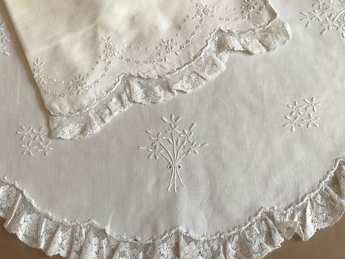Old set of sheets for cot, beautiful lace. Embroidered flowers - Cotton with small lace.