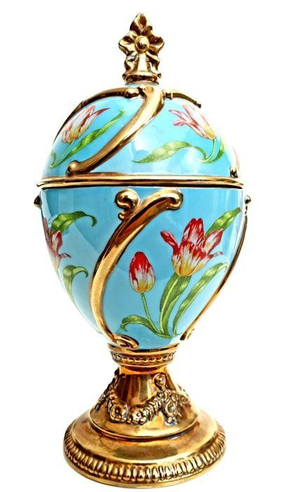 Fabergé - Wonderful hand-decorated music box in the shape of an egg -The Tulip Egg -Tchaikovsky's Our Love - complete with 24 carat gold
