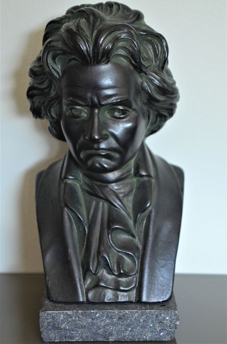 G. Carli - Bust of Beethoven, signed and numbered (1) - plaster, natural stone (marble)