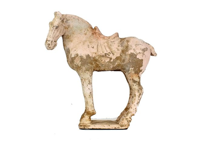 Mingqi - Terracotta - A Painted Red Pottery Figure of a Saddled Horse,  Tl-test, H- 30 cm. - China - Tang Dynasty (618-907)