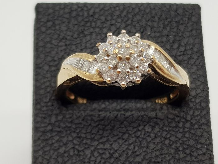 Vintage Gold Crossover Floral Cluster Ring - 9ct/375 Yellow gold - Ring Diamond