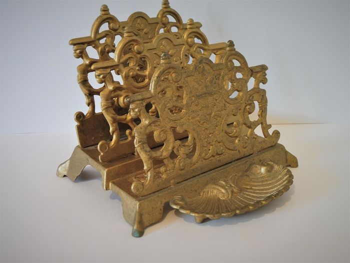 Beautiful bronze-plated letter holder/letter stand with  Scallop tray. (1)-Bronze (gilt/silver-plated/patinated/cold painted)