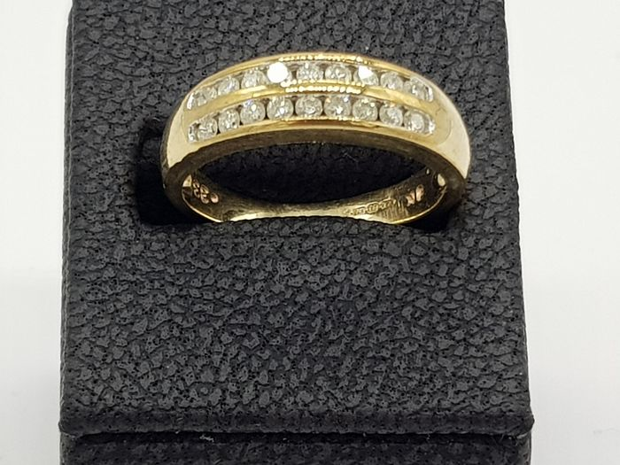 Vintage Gold Double Channel Set Ring (9ct) Hallmarked - 9ct/375 Yellow gold - Ring Diamond