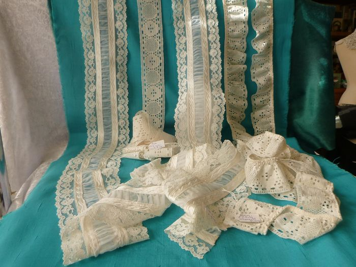 Very fine lace. (3) - Rayon silk and other.