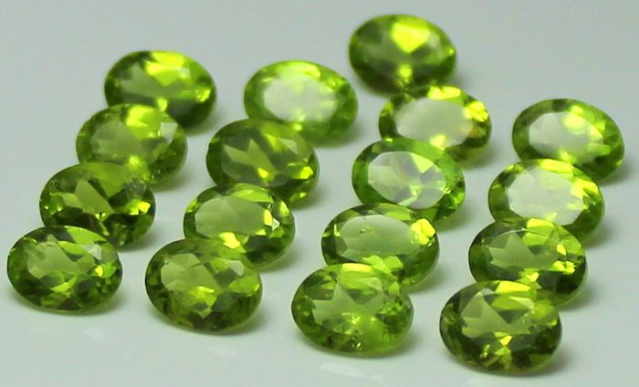 17 pcs  Peridot - 23.47 ct