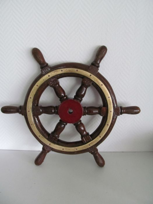 Antique wooden ship's wheel with brass rim - Wood and brass - Early 20th century
