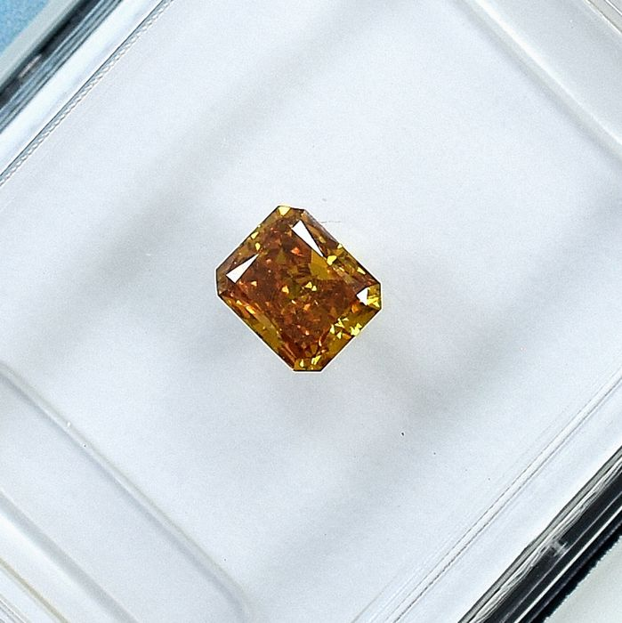 Diamond - 0.32 ct - Cut Cornered Rect.Mod Brilliant - Natural Fancy Deep Orangy Yellow - SI1