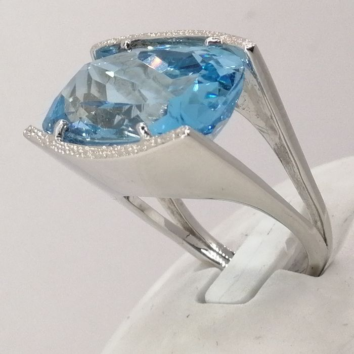18 kt. Gold - Ring - 19.30 ct Topaz