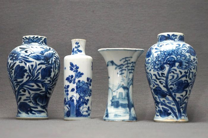 Vases (4) - Porcelain - Pair with chrysanthemums and lotus - Round vase with cobalt blue blossom - Fisherman and scholar - China - Kangxi (1662-1722)