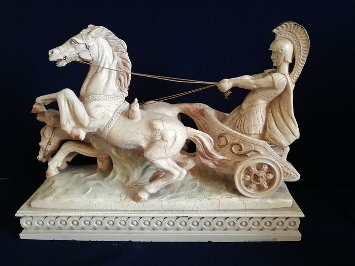 Beautiful statue of a pair of horses with a Roman gladiator - Italy - from the period circa 1970 (1) - Ivorine