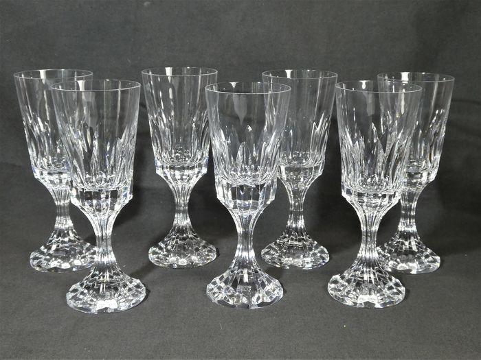 "Baccarat - 7 beautiful ""Massena"" wine glasses - Crystal"