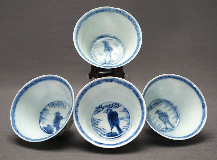 Crow cups  - Porcelain - Blossoms in jardiniere plum blossom - China - Kangxi (1662-1722)