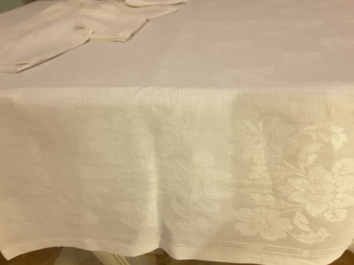 Tablecloth and napkins (9) - damask linen