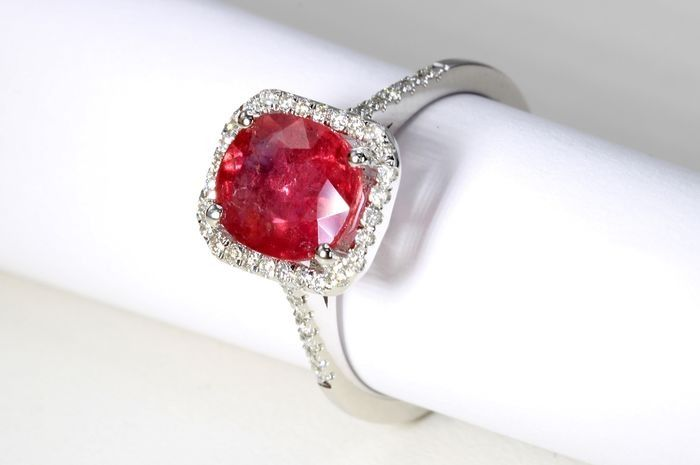 18 kt. White gold - Ring - 2.31 ct Ruby - Diamonds - No Reserve Price