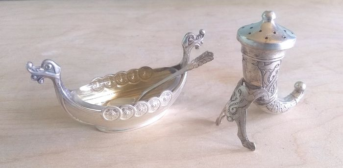 Viking salt and pepper set  (3) - .800 silver, .925 silver - Norway - Second half 20th century