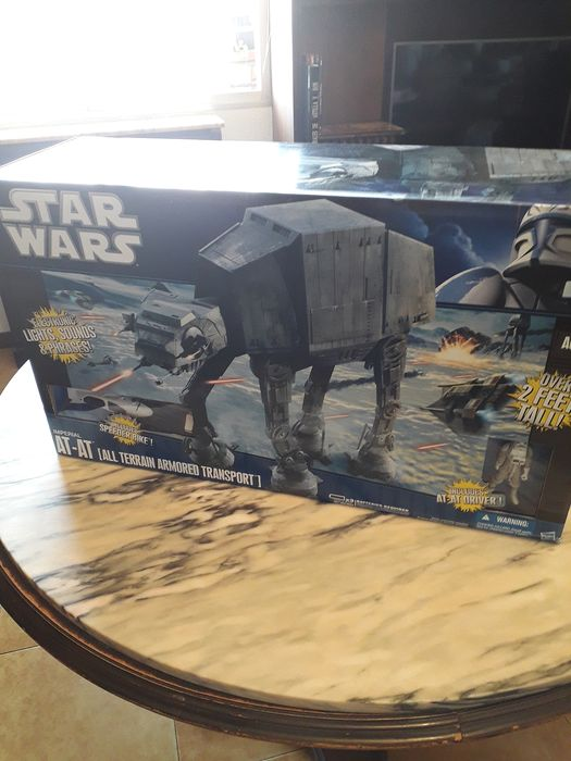 Star Wars - Hasbro - Vehicle Super Deluxe Imperial At-at (All Terrain Armored Transport)