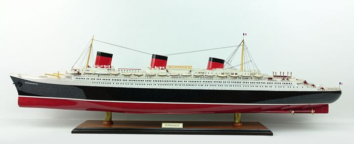 Scale ship model,  SS Normandie (1932) - Wood - 21st century