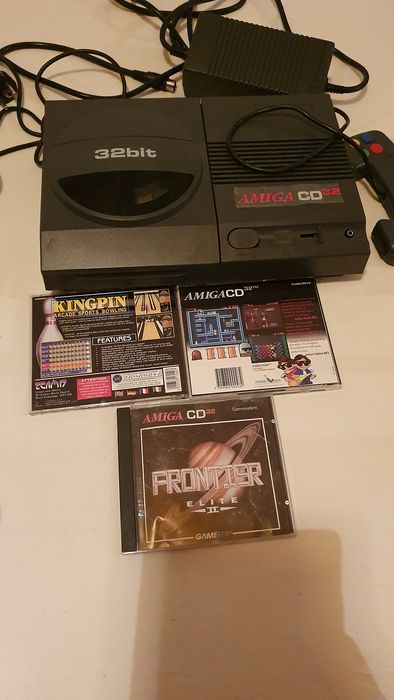 Commodore Amiga Cd32 - Console with games - Without original box