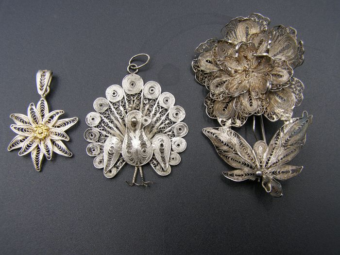 800 Silver - Brooch and 2 necklace pendants