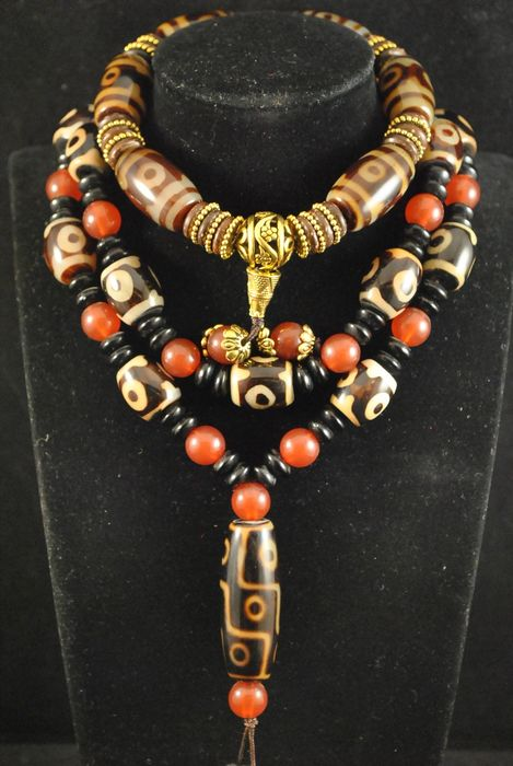 22 Dzi. Beads necklace and wrist bracelet (2) - Agate - China - Late 20th century