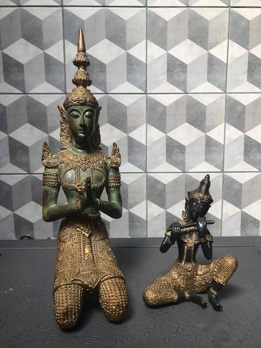 Temple guard with musician. (2) - Bronze, Goldplate - tempelwachter en muzikant - Thailand - Second half 20th century
