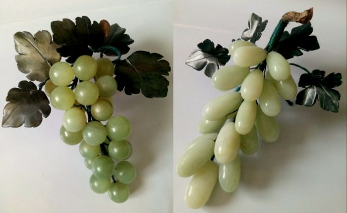 Bunches of Grapes (2) - Jade - China - Late 20th century